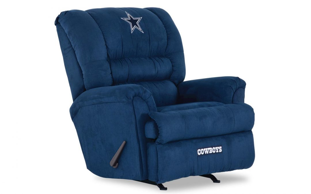People in Philadelphia looted a furniture store and took everything except a Dallas Cowboys recliner